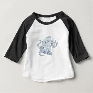 Camiseta Para Bebê Desenho de combate do astronauta do polvo gigante