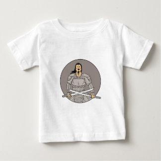 Camiseta Para Bebê Desenho oval das espadas irritadas do cruzamento