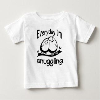 Camiseta Para Bebê Diário eu Snuggling