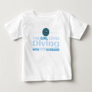 Camiseta Para Bebê diving_husband