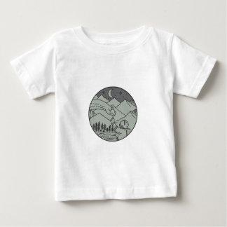 Camiseta Para Bebê Do círculo tocante do Brontosaurus do astronauta