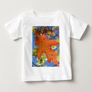 Camiseta Para Bebê Do outono da folha fim acima