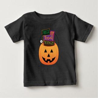 Camiseta Para Bebê Doçura ou travessura Yinz! Design