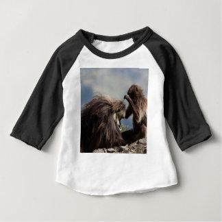 Camiseta Para Bebê Dois babuínos do gelada (gelada de Theropithecus)