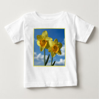 Camiseta Para Bebê Dois Daffodils amarelos 2,2