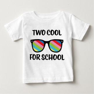 Camiseta Para Bebê Dois esfriam para a escola