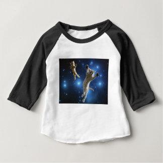 Camiseta Para Bebê Dois gatos do espaço que flutuam em torno da