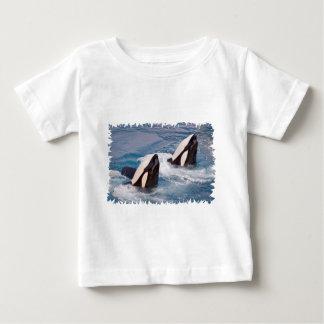 Camiseta Para Bebê Duas baleias de assassino
