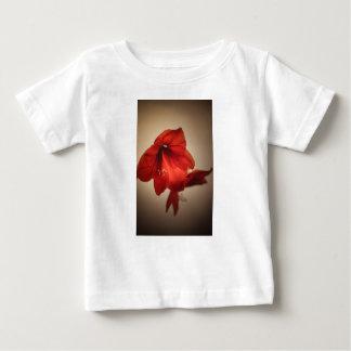 Camiseta Para Bebê Duas flores vermelhas do amaryllis