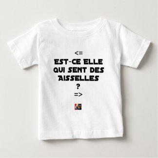 Camiseta Para Bebê É ELA QUE SENTE AXILAS? - Jogos de palavras