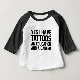 Camiseta Para Bebê Educação dos tatuagens & uma carreira