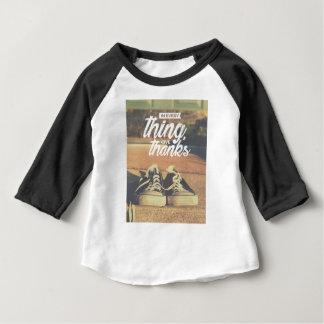 Camiseta Para Bebê Em tudo dê obrigados