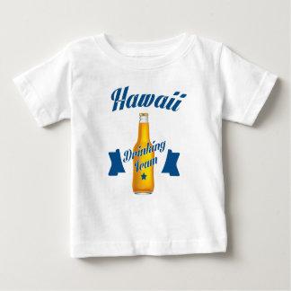Camiseta Para Bebê Equipe do bebendo de Havaí