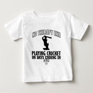 Camiseta Para Bebê esfrie e tendendo o DESIGN do GRILO