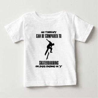 Camiseta Para Bebê esfrie e tendendo o DESIGN skateboarding