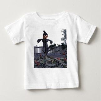 Camiseta Para Bebê Espantalho de Jack O em um remendo da abóbora