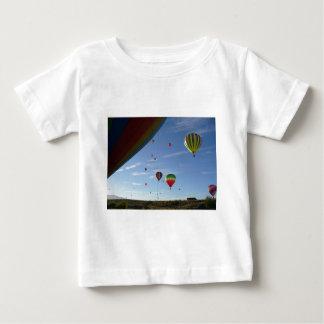 Camiseta Para Bebê Espreitar para fora