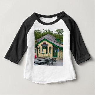 Camiseta Para Bebê Estação de comboio da montanha de Snowdon,