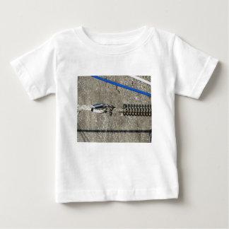 Camiseta Para Bebê Estilingue da corda com o grilhão de âncora da