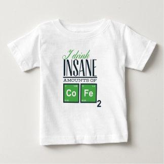 Camiseta Para Bebê Eu bebo quantidades insanas de código, design do