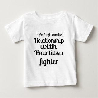 Camiseta Para Bebê Eu estou em uma relação cometida com figo de