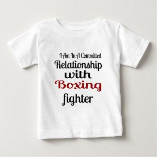 Camiseta Para Bebê Eu estou em uma relação cometida com luta do