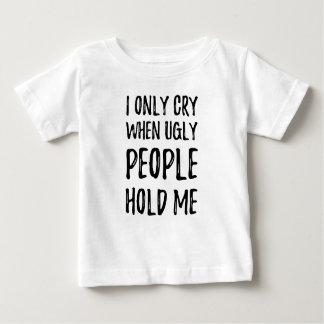 Camiseta Para Bebê Eu grito somente quando as pessoas feias me