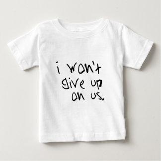 Camiseta Para Bebê eu não darei acima em nós