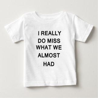 Camiseta Para Bebê eu realmente falto o que nós tivemos quase