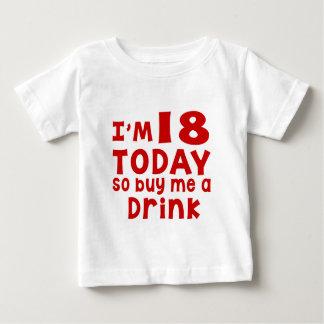 Camiseta Para Bebê Eu sou 18 hoje assim que compre-me uma bebida