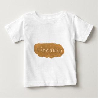 Camiseta Para Bebê Exprima escrito no pó da canela no backgroun