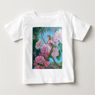 Camiseta Para Bebê Fada entre as flores de cerejeira