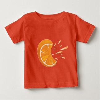 Camiseta Para Bebê Fatia alaranjada da fruta no t-shirt do jérsei da