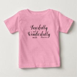 Camiseta Para Bebê Feito temìvel e maravilhosamente