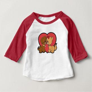 Camiseta Para Bebê Filhotes de cachorro no amor