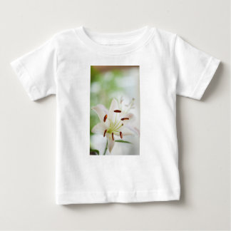 Camiseta Para Bebê Flor do lírio branco inteiramente aberta