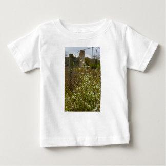 Camiseta Para Bebê Flores e um silo