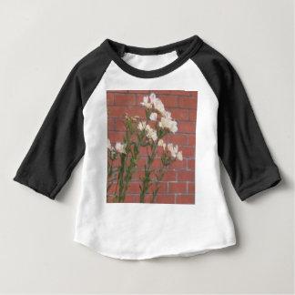 Camiseta Para Bebê Flores no tijolo