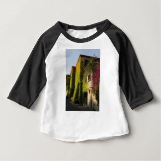 Camiseta Para Bebê Folhas coloridas em paredes da casa