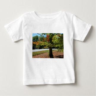 Camiseta Para Bebê Folhas de outono em Maine