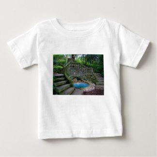 Camiseta Para Bebê Fonte azul do jardim