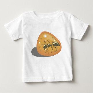 Camiseta Para Bebê Formiga no âmbar