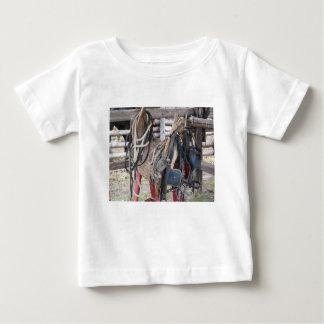 Camiseta Para Bebê Freios e bocados de couro gastos do cavalo
