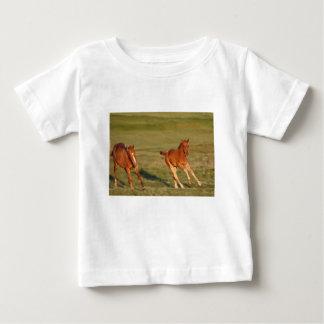 Camiseta Para Bebê Funcionamento dos cavalos selvagem