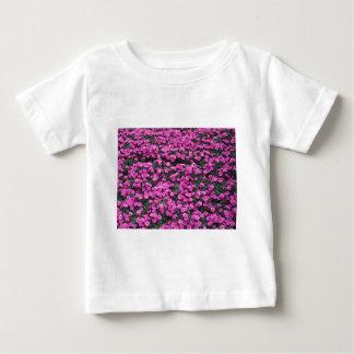 Camiseta Para Bebê Fundo natural de flores roxas do cravo