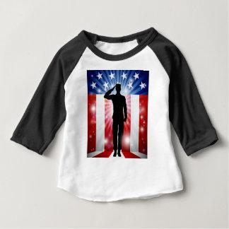 Camiseta Para Bebê Fundo patriótico da saudação do soldado dos E.U.