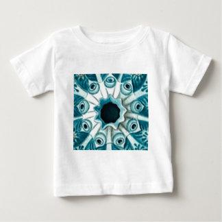Camiseta Para Bebê furo e olhos azuis