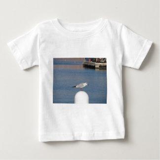 Camiseta Para Bebê Gaivota de cabeça negra empoleirada cargo na