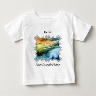 Camiseta Para Bebê gaivotas que voam sobre o oceano aberto