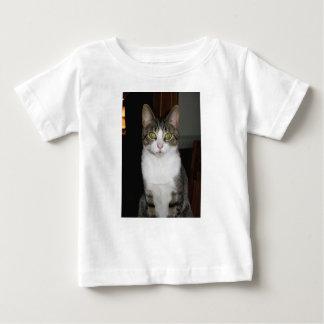 Camiseta Para Bebê Gato de gato malhado com os olhos verdes grandes